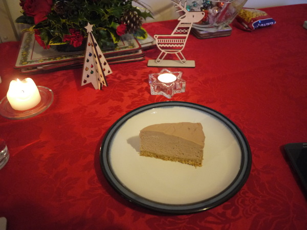 The mother's xmas table with cheesecake